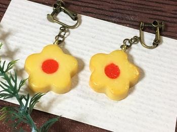 お花クッキーのイヤリング1.jpg