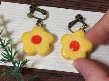 お花クッキーのイヤリング2.jpg
